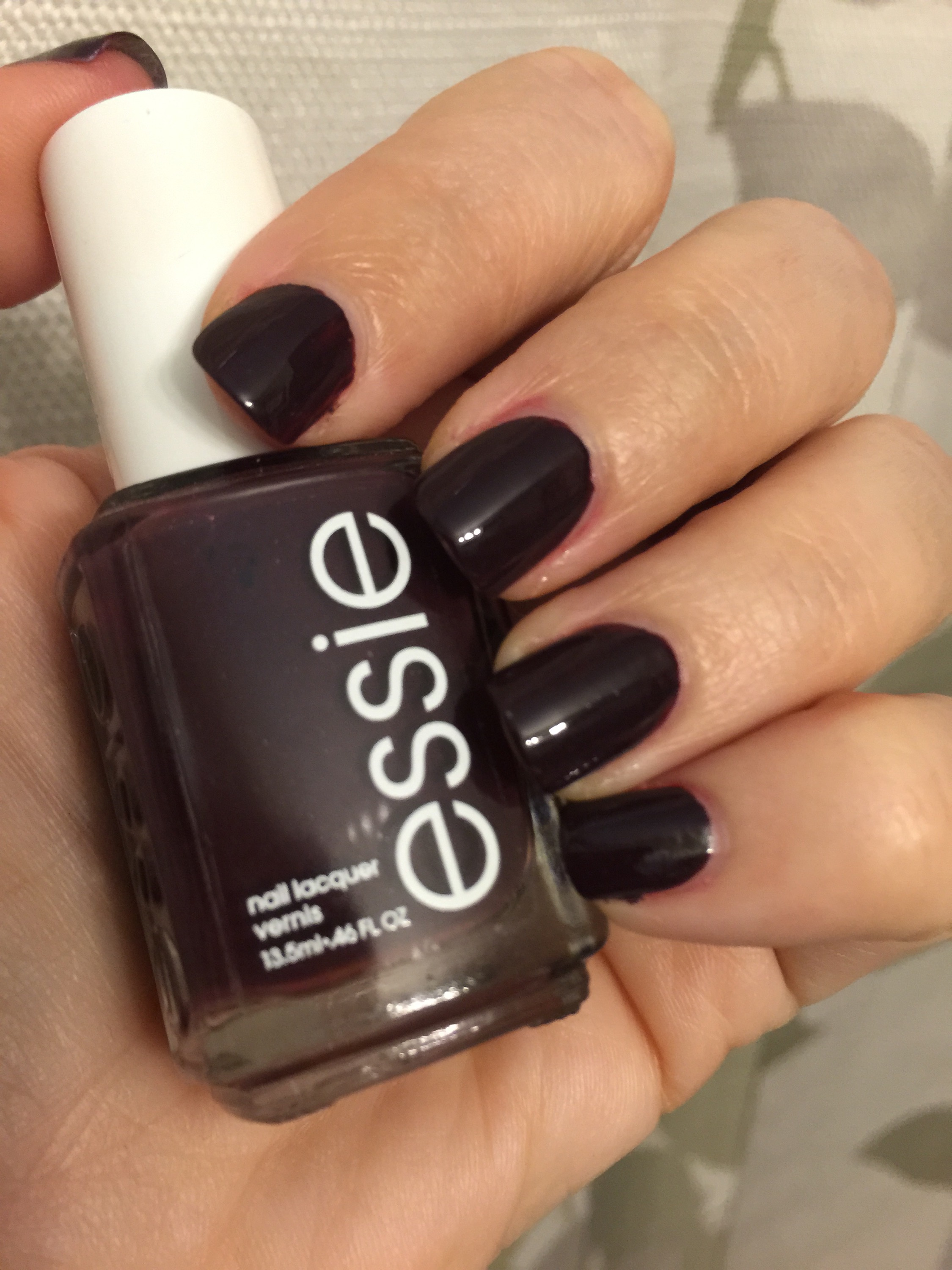 What\'s on your nails? – Essie Carry On | A Bad Homance